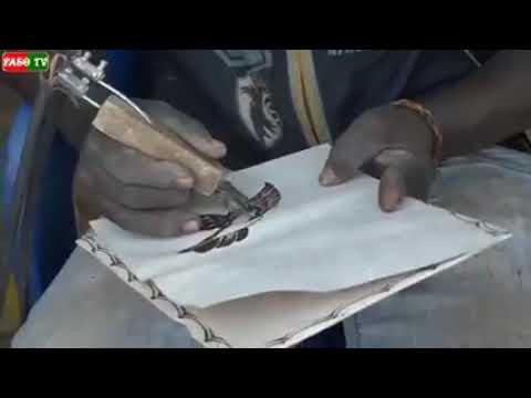 La pyrogravure au Burkina, un art qui nourrit selon Djibril Leniel qui fait ce metier depuis 10 ans.